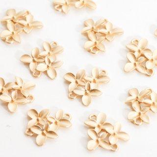 3つのお花のコネクター コールド チャーム 4個 メタルパーツ