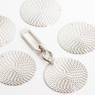 銅製ラウンドプレート網目風チャーム 4個  シルバー メタルパーツ ディスク コイン