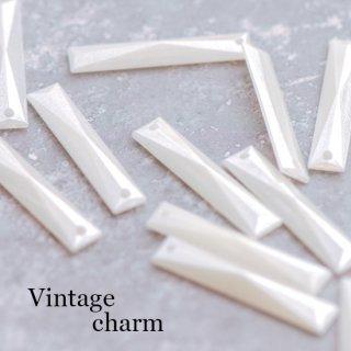 ヴィンテージチャーム パーリー多面カット 4個 ペンダント スティック 長方形 アクリル ルーサイト
