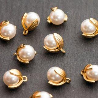 模造パールのお花のチャーム 6個 メタルパーツ ゴールド