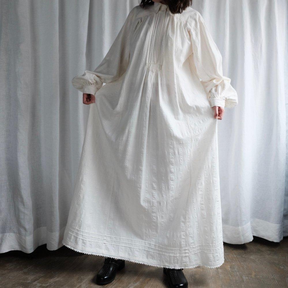 [VINTAGE] Romanian white cotton maxi dress