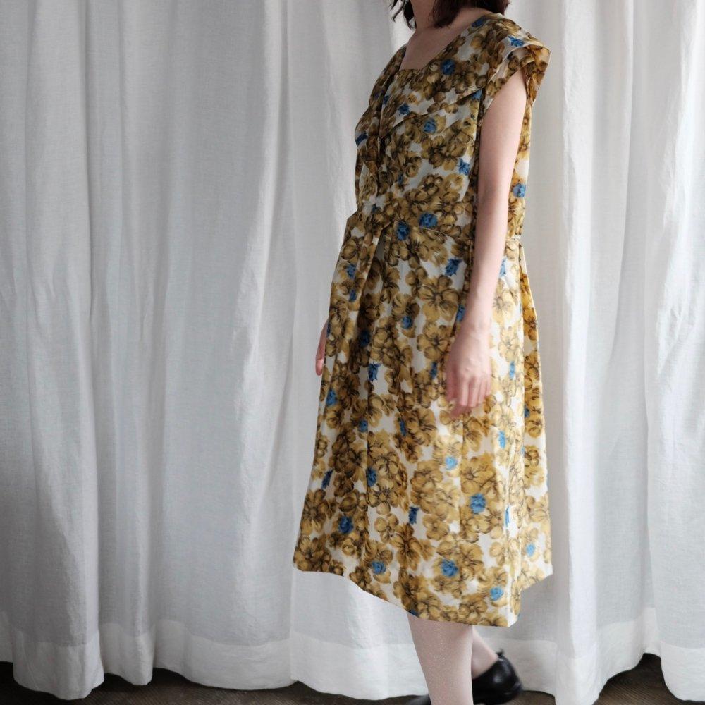 [VINTAGE] Floral Print Dress with Lapis-Lazuli Blue Accents