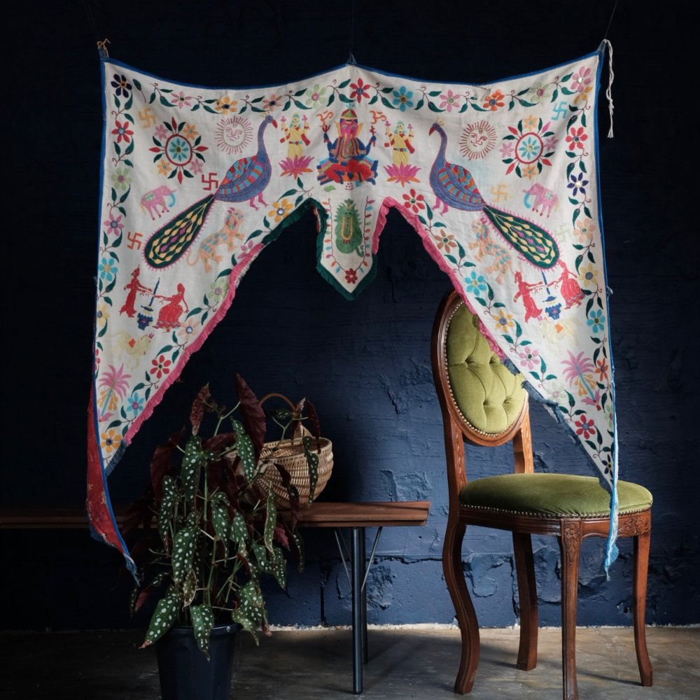 [VINTAGE] Indian Textile Door Blessing with Smiling Suns by Boinu