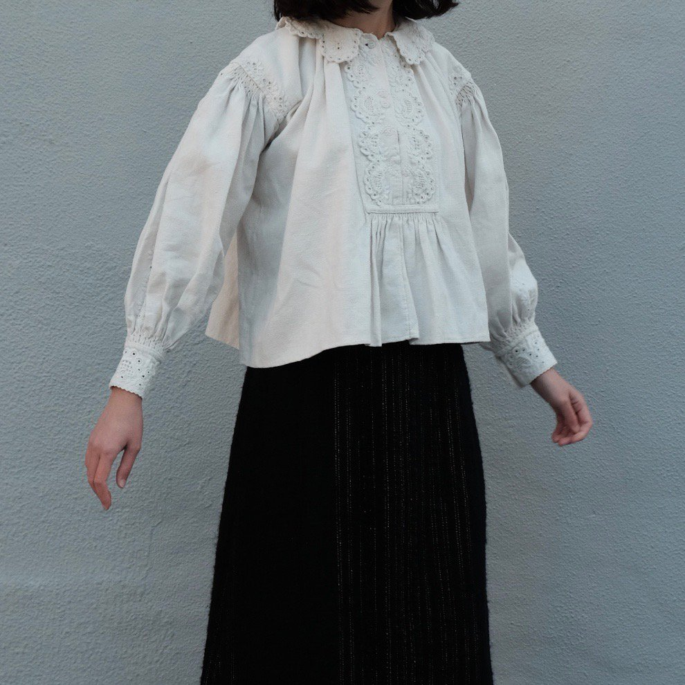[VINTAGE] Romanian White Embroidered Blouse