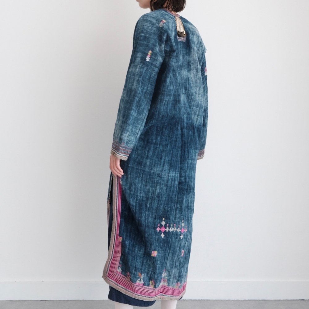 [VINTAGE] Coin Dao People's Pink Embroidered Indigo Jacket by Boinu