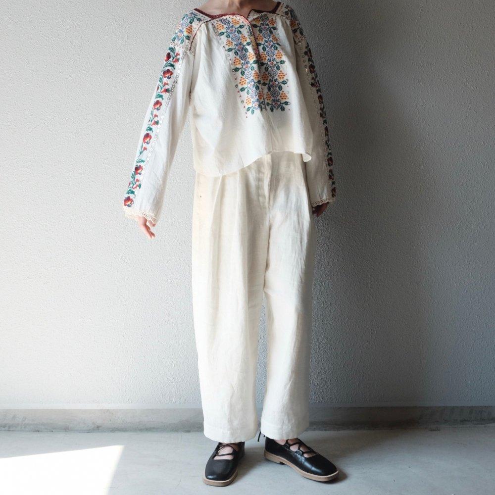 Volendam Worker's Slim Pants (White) by suie