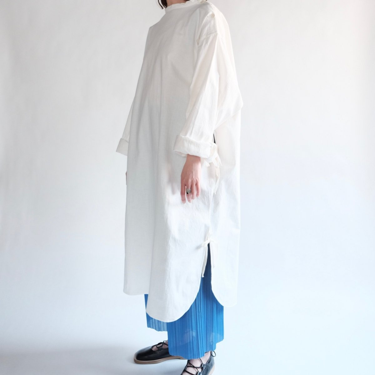 [VINTAGE] Side Ribboned Long Sleeve Medical Shirt
