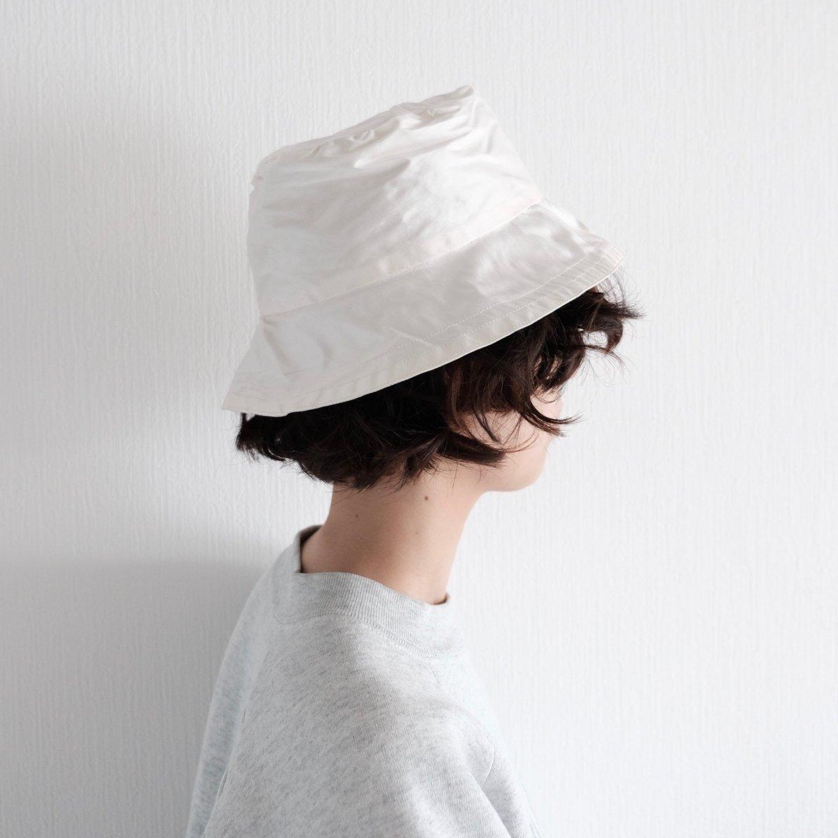 Shell White Silk Hat by PALMA DE ALMA