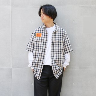 <img class='new_mark_img1' src='https://img.shop-pro.jp/img/new/icons5.gif' style='border:none;display:inline;margin:0px;padding:0px;width:auto;' />2000s Carhartt カーハート/ショートスリーブB.Dシャツ WS6【M】
