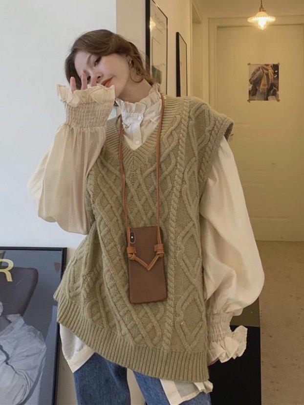 【広州仕入れ】キャンディスリーブシャツ+Vネック編み込みベスト
