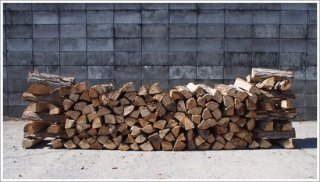 【未乾燥薪】☆★お買い得★☆ 40cm広葉樹ナラ 10箱 約250kg 中大割り 長野県産 ※こちらの商品は未乾燥品になります。