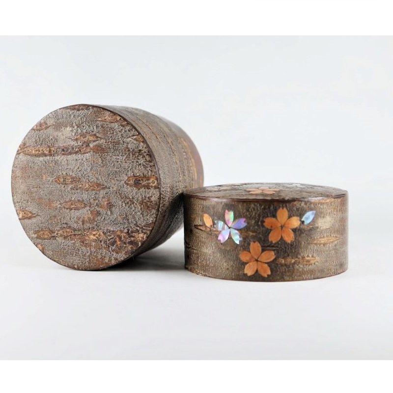 総皮茶筒(平)霜降皮 貝入散花