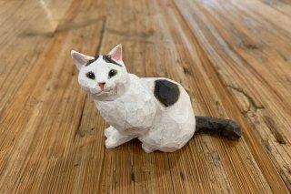 【バンナイリョウジ】木彫り猫 ・ブチ