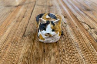 【バンナイリョウジ】木彫り猫 ・ミケ