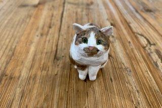 【バンナイリョウジ】木彫り猫 ・キジシロ