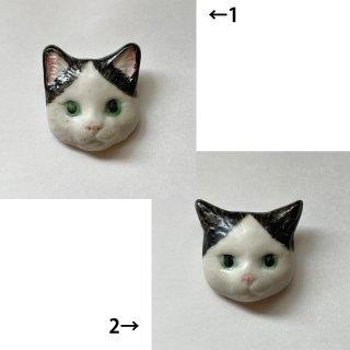 【うつわやみたす】陶器ブローチ・白黒/ハチワレ猫