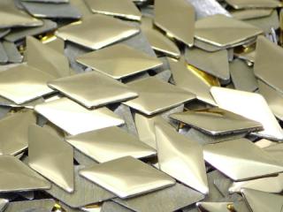 アルミ製スタッズ ダイヤ型 ゴールド 12×6mm