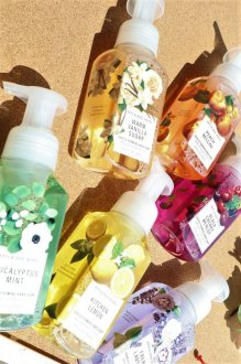 <img class='new_mark_img1' src='https://img.shop-pro.jp/img/new/icons13.gif' style='border:none;display:inline;margin:0px;padding:0px;width:auto;' />BATH&BODYWORKS HAND SOAP