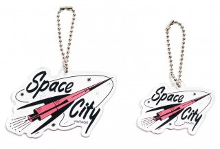 <img class='new_mark_img1' src='https://img.shop-pro.jp/img/new/icons25.gif' style='border:none;display:inline;margin:0px;padding:0px;width:auto;' />Space City Vintage Original Keychain