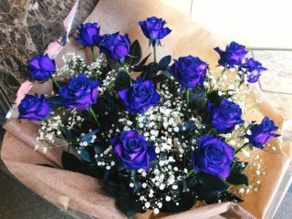 花束 青バラ かすみ