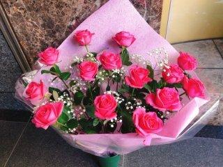 花束 ピンクバラ かすみ