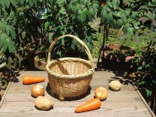 竹製手付き篭(足付)丸 野菜かご