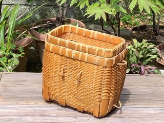 竹製磨き釣りビク(角)穴あき篭蓋付(中)釣り篭 経年変色【現品限り】