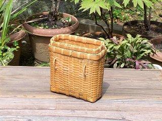 竹製磨き釣りビク(角)穴あき篭蓋付(小)釣り篭 経年変色【現品限り】