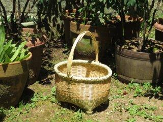 竹製手付き篭(足付)小判(大)野菜かご