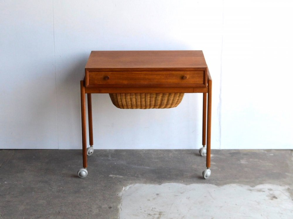 Sweing Table (4)
