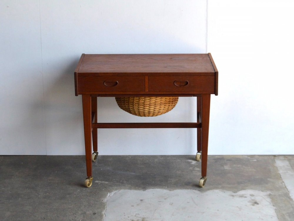 Sweing Table (5)