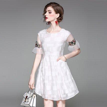 半袖 刺繍 スリム ショート丈 エレガント ワンピース ドレス 全2色