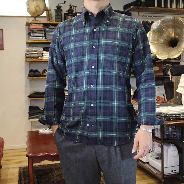 Atelier de vetements / flannel button-down shirts
