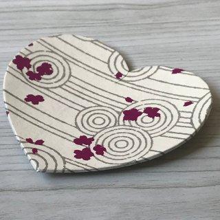 型染紙のハートトレイ(砂文)