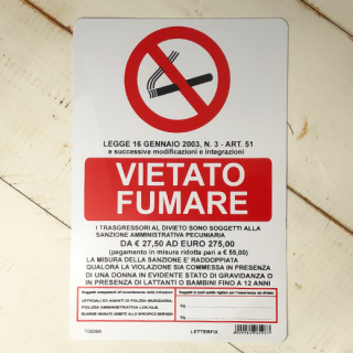 VIETATO FUMARE (禁煙)