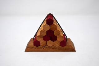 <img class='new_mark_img1' src='https://img.shop-pro.jp/img/new/icons7.gif' style='border:none;display:inline;margin:0px;padding:0px;width:auto;' />ピラミッドヘキサゴン【木製パズル】/木製ゲーム/タイ雑貨/Pyramid Hexagon