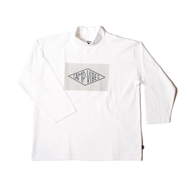 CAMPVIBES BOX  MOCK 8/10 TEE - OFF WHITE