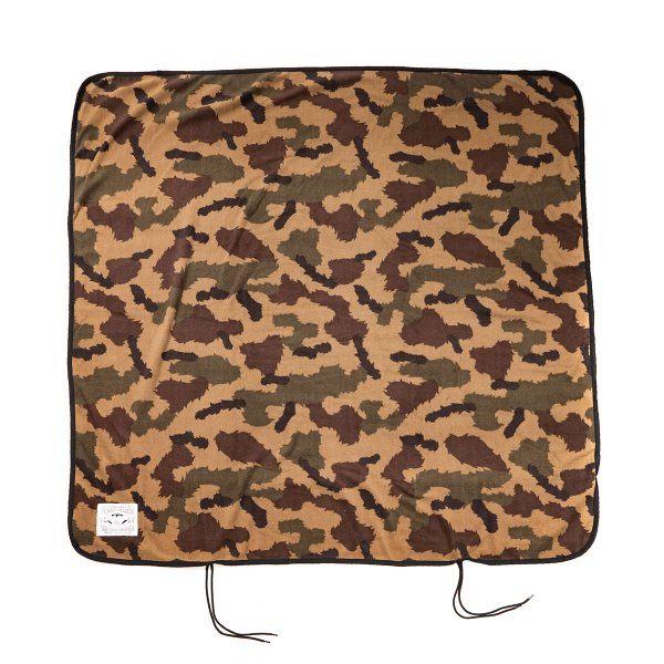 PUT ON CAMPING BLANKET - FURRY CAMO