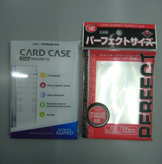 <img class='new_mark_img1' src='https://img.shop-pro.jp/img/new/icons1.gif' style='border:none;display:inline;margin:0px;padding:0px;width:auto;' />ULTIMATE GUARD MAGNETIC CARD CASE スタンダードサイズ + KMC パーフェクトサイズ スリーブ  セット