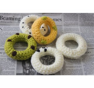 毛糸のおもちゃ ドーナツ