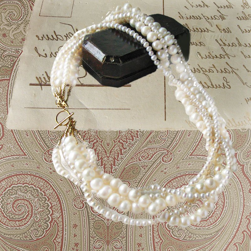 <img class='new_mark_img1' src='https://img.shop-pro.jp/img/new/icons58.gif' style='border:none;display:inline;margin:0px;padding:0px;width:auto;' />結婚式・フォーマル 淡水パールネックレス 5連 ボリューム 白