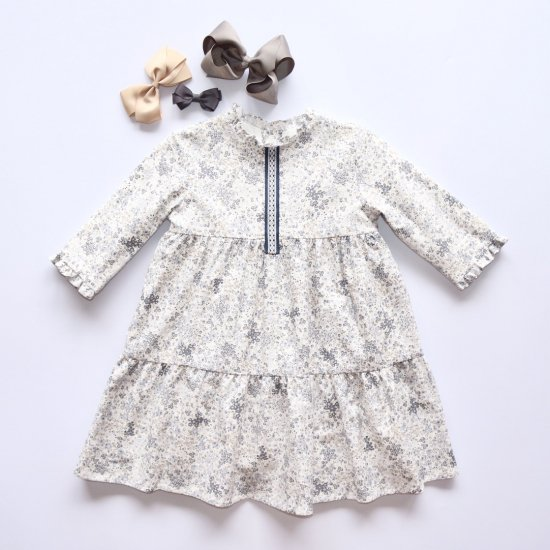 <img class='new_mark_img1' src='https://img.shop-pro.jp/img/new/icons14.gif' style='border:none;display:inline;margin:0px;padding:0px;width:auto;' />Amaia Kids - Ary dress - Grey/Beige floral アマイアキッズ - 花柄ワンピース