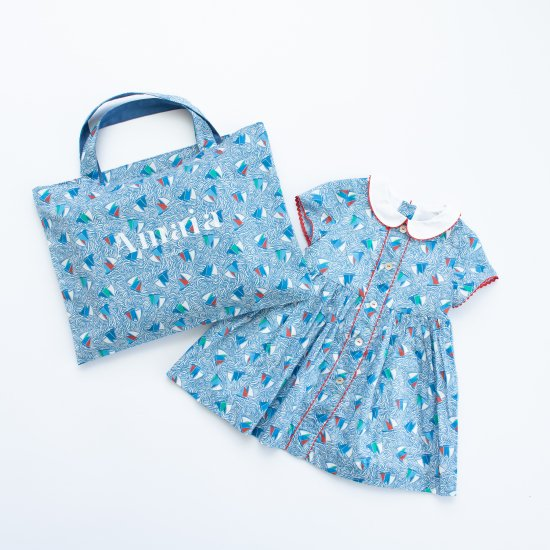 <img class='new_mark_img1' src='https://img.shop-pro.jp/img/new/icons14.gif' style='border:none;display:inline;margin:0px;padding:0px;width:auto;' />Amaia Kids - Carole dress - Liberty アマイアキッズ - リバティプリントマリン柄ワンピース