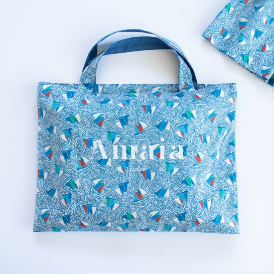 <img class='new_mark_img1' src='https://img.shop-pro.jp/img/new/icons14.gif' style='border:none;display:inline;margin:0px;padding:0px;width:auto;' />Amaia Kids - Liberty blue bag アマイアキッズ - リバティプリントマリン柄バッグ