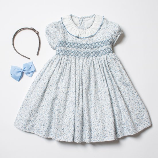 <img class='new_mark_img1' src='https://img.shop-pro.jp/img/new/icons14.gif' style='border:none;display:inline;margin:0px;padding:0px;width:auto;' />Amaia Kids - Moohren dress - Blue floral アマイアキッズ - スモッキング刺繍ワンピース