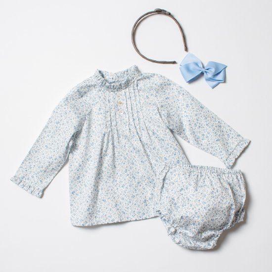 <img class='new_mark_img1' src='https://img.shop-pro.jp/img/new/icons14.gif' style='border:none;display:inline;margin:0px;padding:0px;width:auto;' />Amaia Kids - Dali set - Blue floral アマイアキッズ - ベビーセットアップ