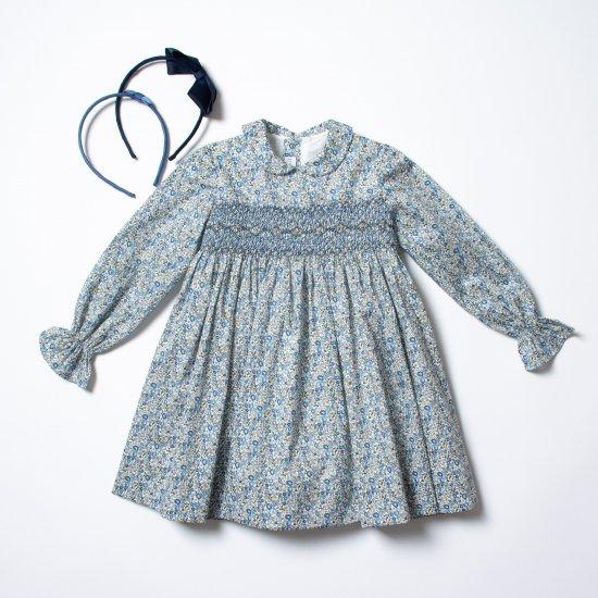 <img class='new_mark_img1' src='https://img.shop-pro.jp/img/new/icons14.gif' style='border:none;display:inline;margin:0px;padding:0px;width:auto;' />Amaia Kids - Jujube dress - Liberty blue アマイアキッズ - スモック刺繍リバティプリントワンピース