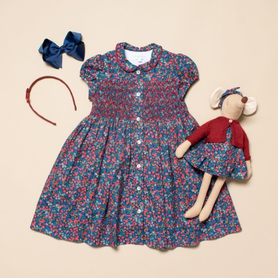 <img class='new_mark_img1' src='https://img.shop-pro.jp/img/new/icons14.gif' style='border:none;display:inline;margin:0px;padding:0px;width:auto;' />Amaia Kids - Marion dress - Liberty Navy/Red アマイアキッズ - スモッキング刺繍リバティプリントワンピース