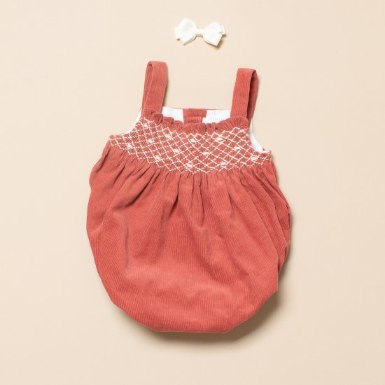 <img class='new_mark_img1' src='https://img.shop-pro.jp/img/new/icons14.gif' style='border:none;display:inline;margin:0px;padding:0px;width:auto;' />Amaia Kids - Elena romper アマイアキッズ - スモッキング刺繍入りコーデュロイサロペット