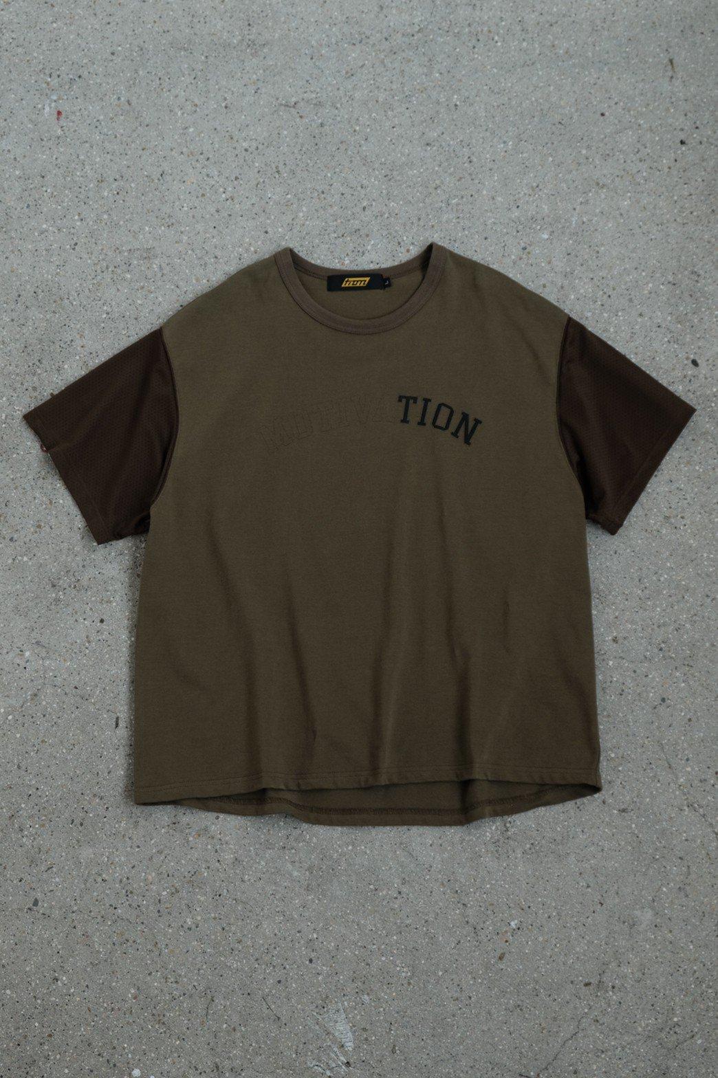 Tion / MOTIVATION TEE OLIVE